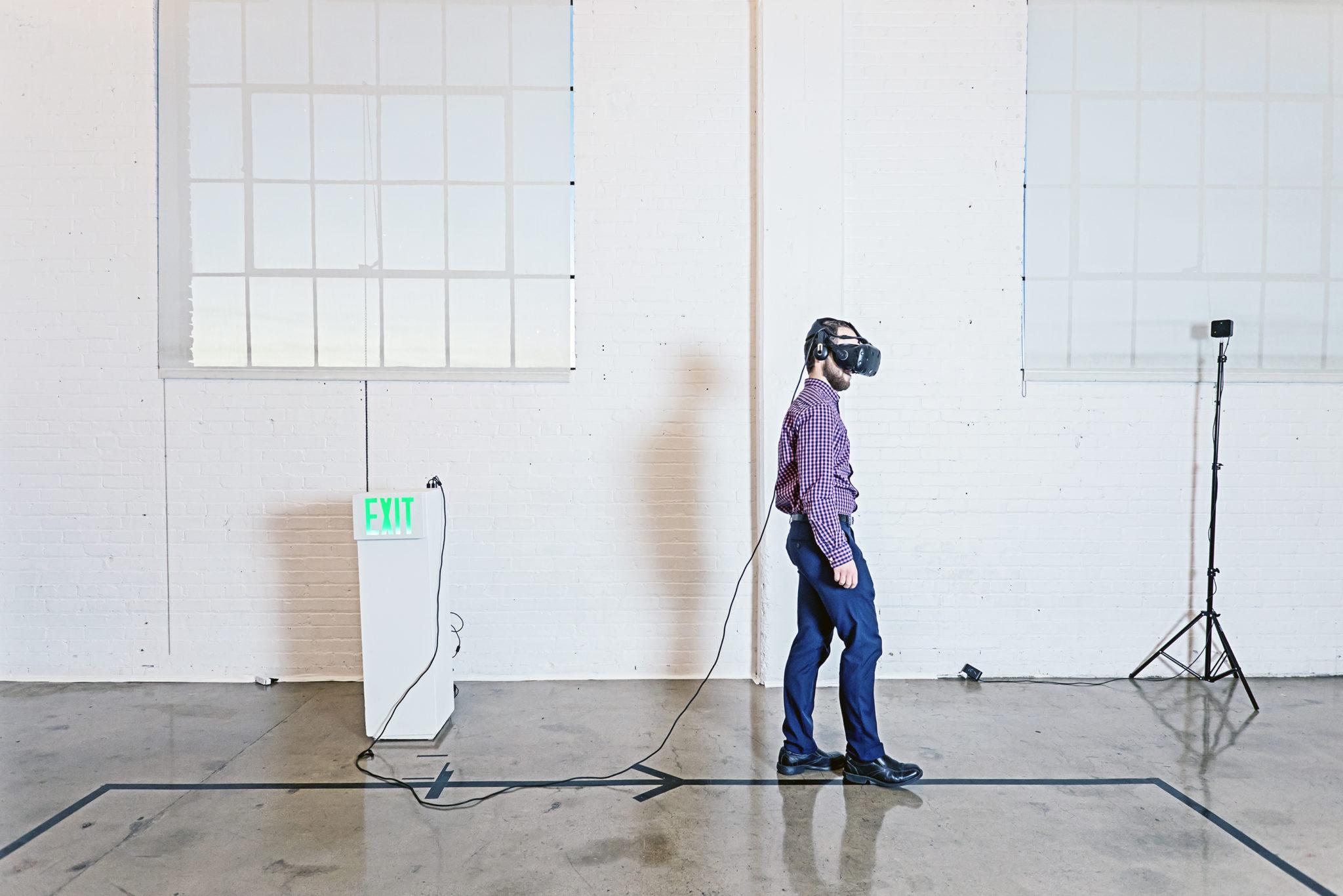 Fine Arts Graduate Student Creates VR Exhibit with Library