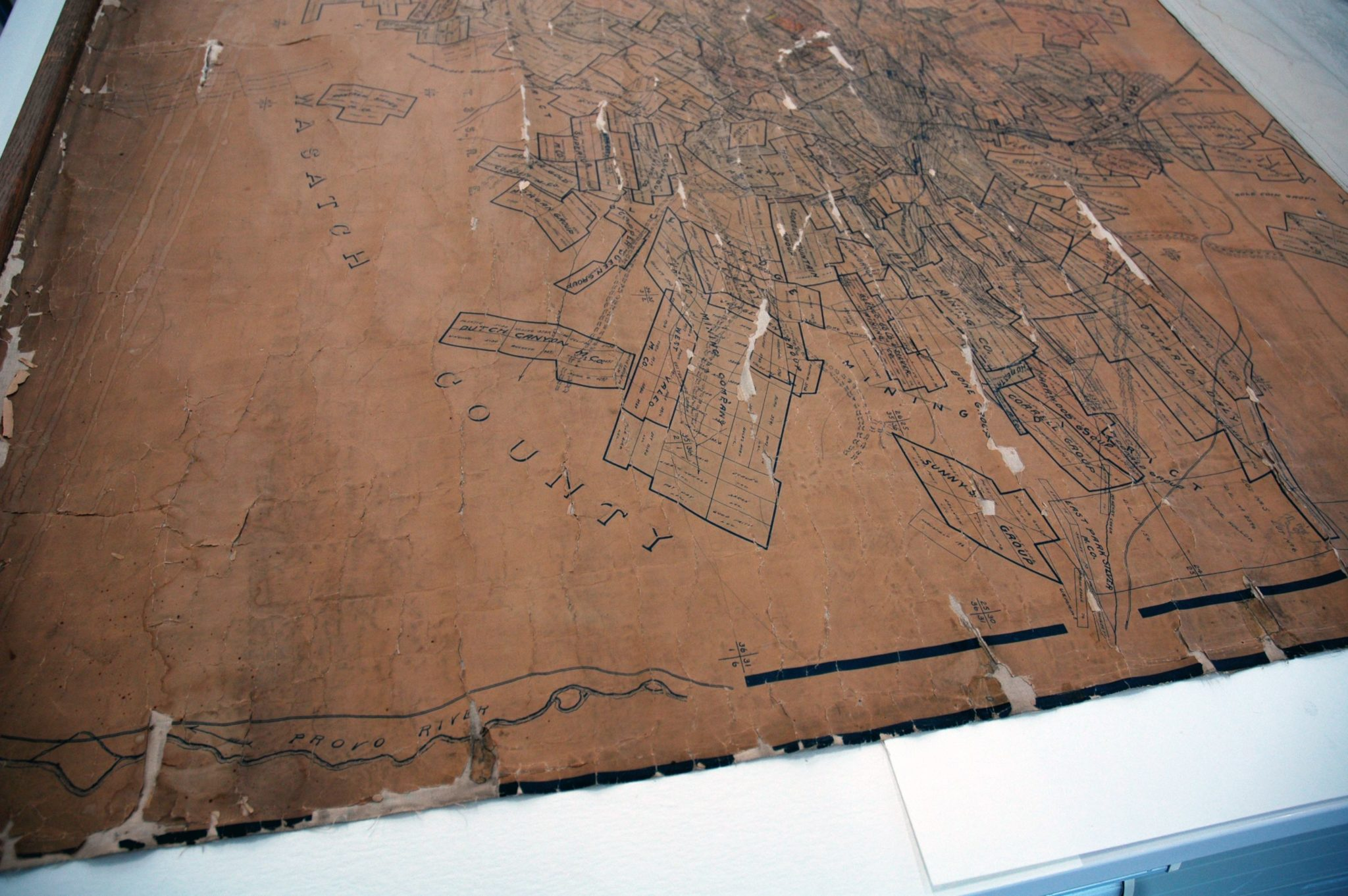 More losses, fragmentation, stains, and discoloration can be seen at the extremely deteriorated right half of the map.