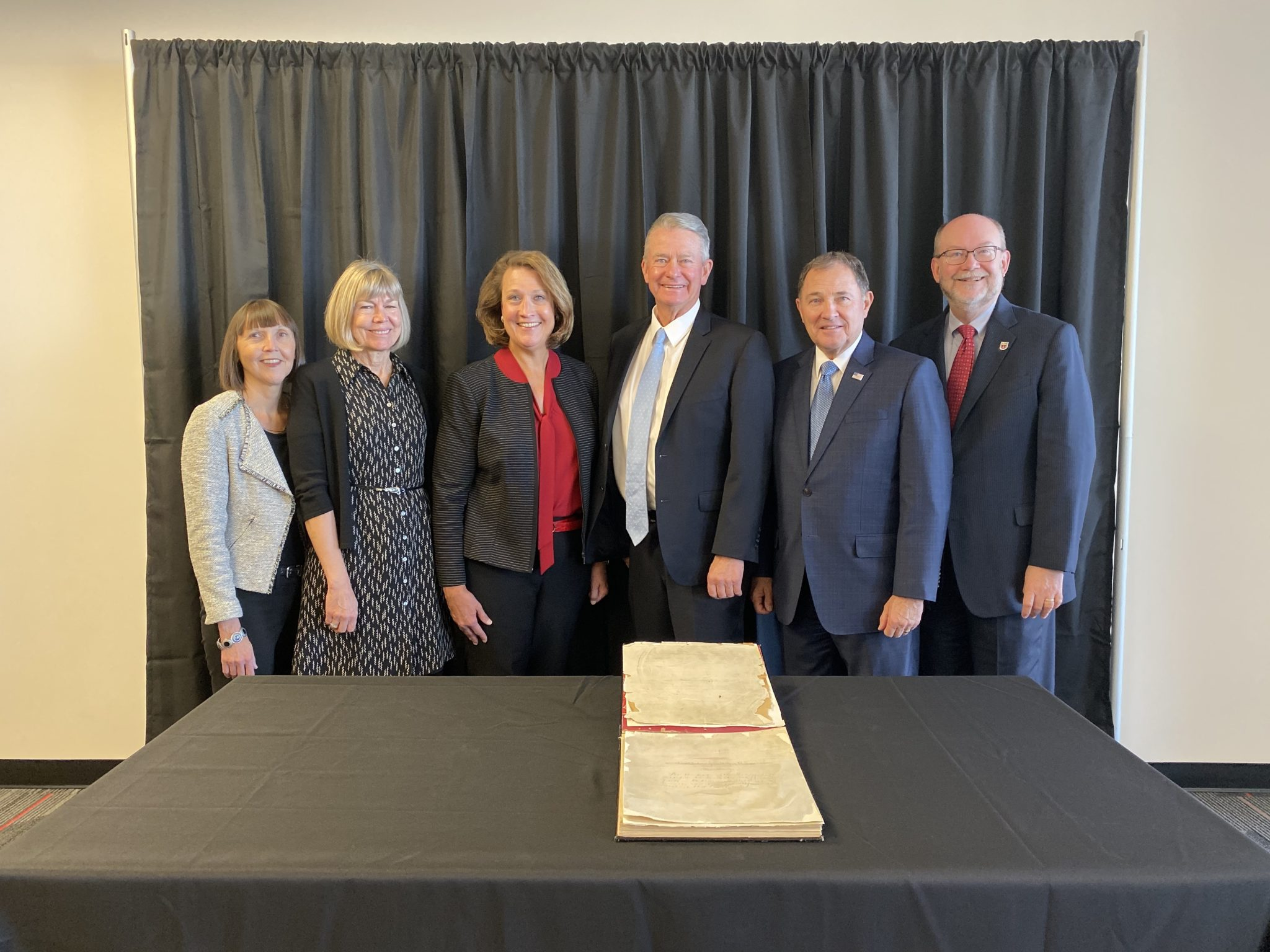 Group Shot: Left to right: Alberta Comer, dean of Marriott Library & university librarian, first lady Teresa Little (Idaho), Ruth Watkins, Pres. University of Utah, Brad Little, Gov. (Idaho), Gary Herbert, Gov. (Utah), Dan Reed, Sr. V.P. for Academic Affairs.